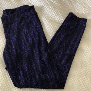 Dark purple and black patterned workout leggings